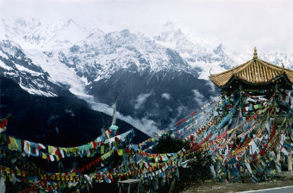 Mt. Meili and Prayer Flags on Yunnan/Tibet border in China, © Alan Toby 2006 iStockphoto