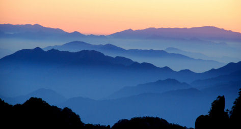Mount Huangshan in a sea of clouds, � Jiew Wan Tan 2007 iStockphoto