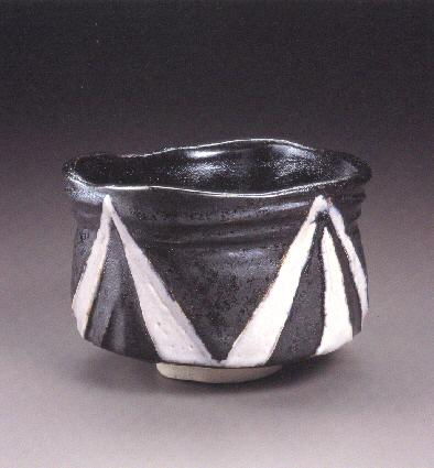 Fast-cooled Black and White Tea Bowl